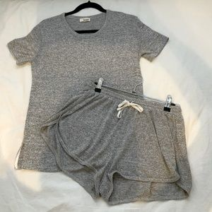 Aritzia matching set shorts and shirt